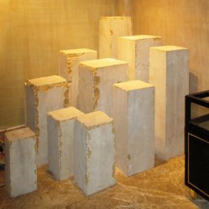 Misri – The shop - 11 monolithic pillars